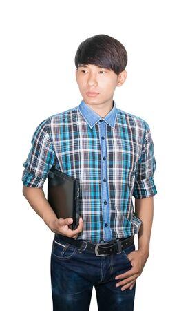 Jeune homme d'affaires tenir un ordinateur portable sur fond blanc