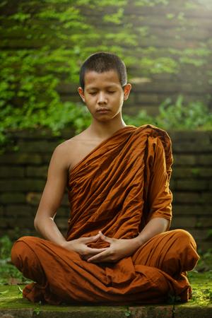 beginnende monnik avond meditatie Stockfoto