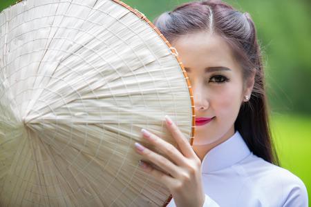 Portret van laos meisjes Vietnam klederdracht, beroemde traditionele kostuum voor vrouw in Vietnam.