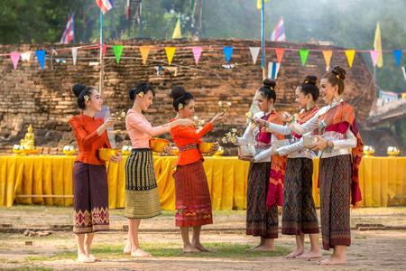 Thai girls and laos girls splashing water during festival Songkran festival Stockfoto