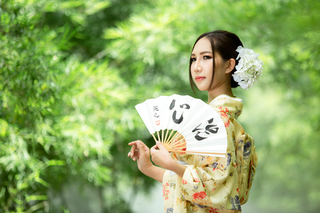 Asian girls wearing traditional Japanese kimono. Imagens - 106530590