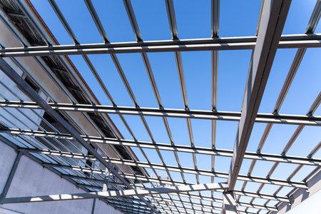 Steel roof frame for building under construction site. 版權商用圖片