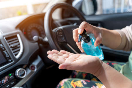 Wash your hands with alcohol gel before driving 版權商用圖片