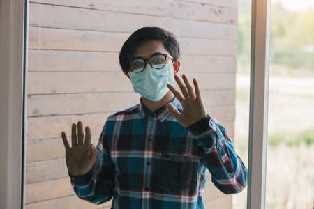 freelance man detain from society wear protective masks and unemployment at home Concept of economic crisis, people unemployment and production of Coronavirus Disease 2019 or COVID-19. 版權商用圖片