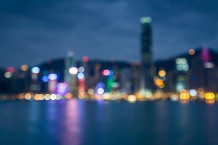 reflexion: Luces Blured de Hong Kong de la ciudad crep�sculo con la reflexi�n del agua