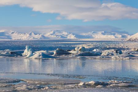 Icebergs floating in Jokulsarlon Glacier Lagoon Stok Fotoğraf