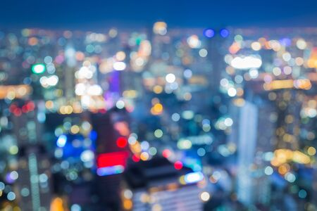 De luchtmening van de lichten van de stadsnacht, vat vage bokeh achtergrond samen
