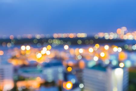 Abstracte onscherpte bokeh stadslichten tijdens schemering
