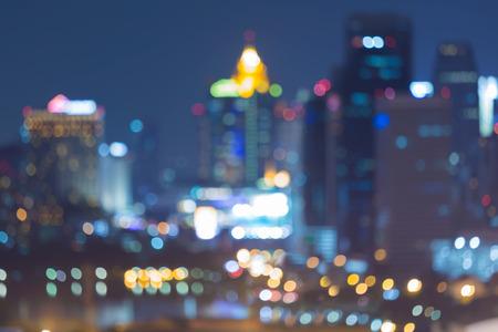 Város elmosódott bokeh fények éjszaka