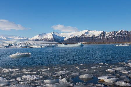 Schöne Winterlandschaft über Jokulsarlon See, Island Standard-Bild - 47505793