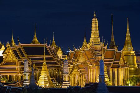 emerald city: Grand palace and Wat phra keaw during twilight