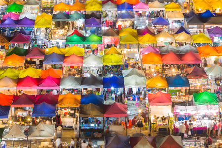 Arial view roof top over colorful weekend nigh market 스톡 콘텐츠