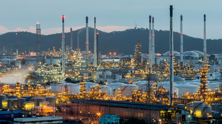 Power and petrochemical power plant after sunset Foto de archivo