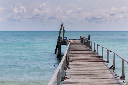 hatteras: Wooden walking path leading to the sea, natural landscape background