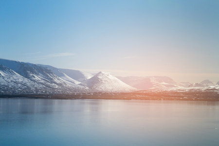Winter season mountain over small lake, Iceland natural landscape background 免版税图像