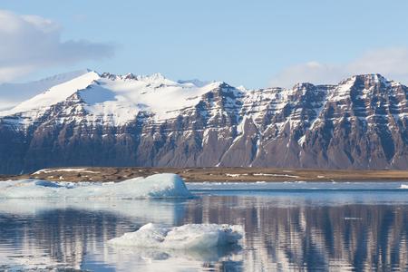 Jokulsarlon winter season lake with black volcano mountain background, Iceland winter season natural landscape Banco de Imagens