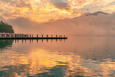 Sunrise over Sun Moon Lake at Taiwan, natural landscape background Stockfoto - 116130703