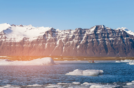 Winter season Iceland water lake with black volcano mountain, natural landscape background Stockfoto