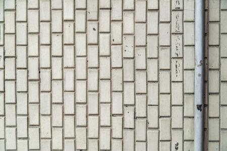 White old ceramic tile wall pattern in bathroom Stockfoto