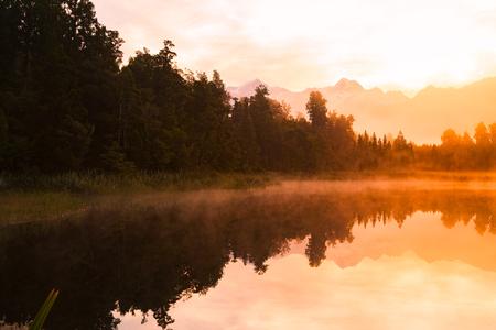 Matheson water lake morning with reflection, New Zealand natural landscape background Stockfoto