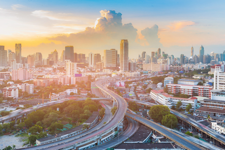 Highway intersection with Bangkok city downtown with after sunset sky background, Thailand cityscape Stockfoto
