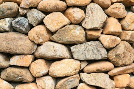 Pared de roca al aire libre decorado, fondo y textura Foto de archivo