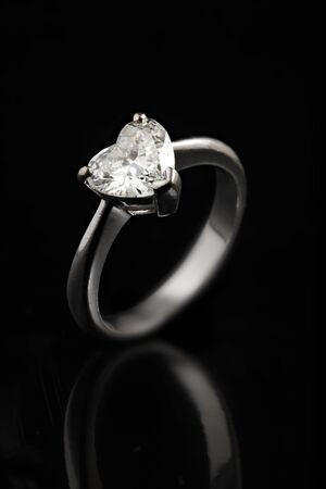diamante negro: Diamante con fondo negro Foto de archivo