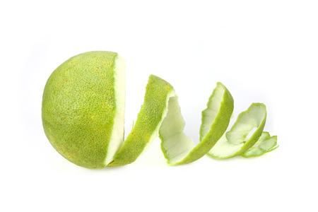 �pomelo: C�scara de pomelo verde, aislado en fondo blanco Foto de archivo