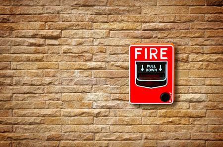 Coupe-feu interrupteur d'alarme de verre sur le mur Banque d'images - 36842966