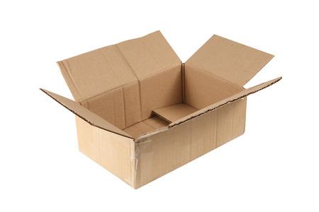 boite carton: ouverte vieille boîte en carton isolé sur blanc Banque d'images