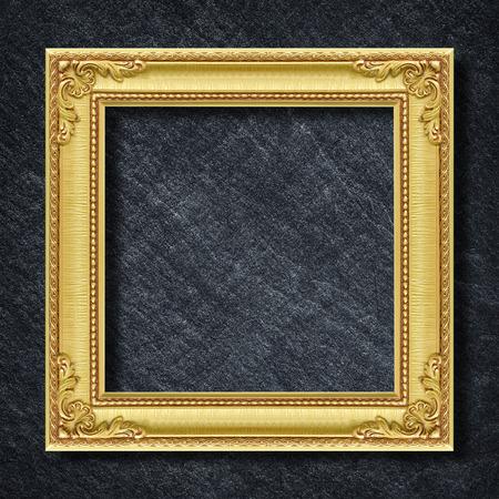 어두운 회색 검은 색 슬레이트 배경 또는 질감에 골드 프레임입니다.