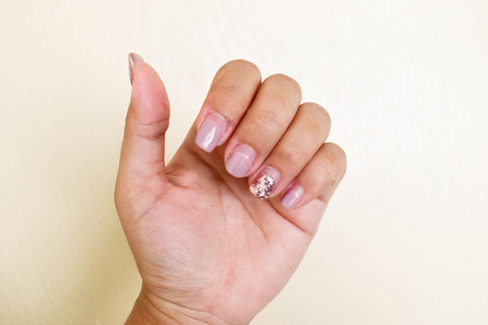 Nails that do not care for delicate, no shape and do not have beautiful nail skin, indicates not to take care of both internal and external health.
