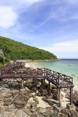 turquise: Wooden Bridge on Beautiful turquise seascape and white sandy beach of Koh Lan, Pattaya, Thailand