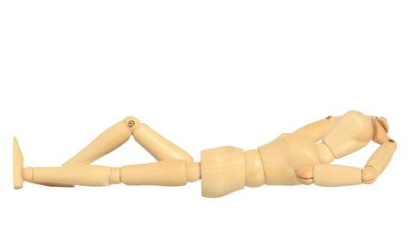 marioneta de madera: Maniqu� de madera amarilla en la acci�n de dormir aislados en fondo blanco