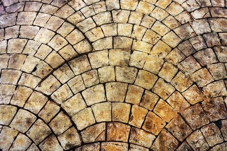 yellow stone: Rusty antiguo suelo de piedra amarilla
