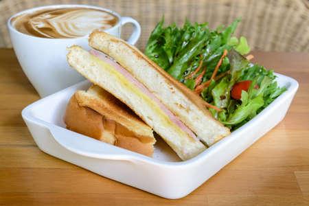 ham cheese: S�ndwich de jam�n queso Foto de archivo