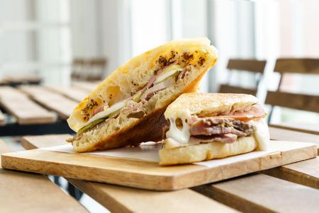 jamon y queso: queso jam�n sandwich cubano Foto de archivo