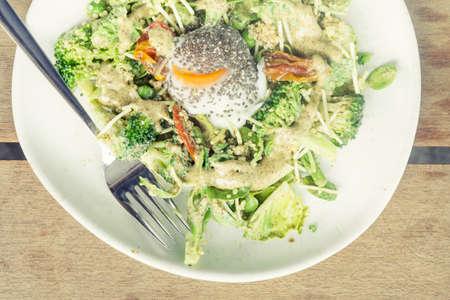 boiled egg: Rocket salad with boiled egg