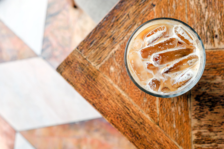 Top view ice latte coffee on wooden table 版權商用圖片