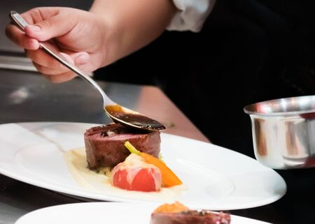 Chef cooking, Chef preparing food in the kitchen, Chef decorating dish, closeup Banque d'images
