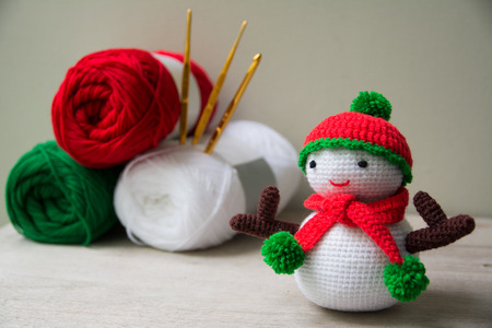 Handmade crochet  knitting snowman doll and Yarn Archivio Fotografico