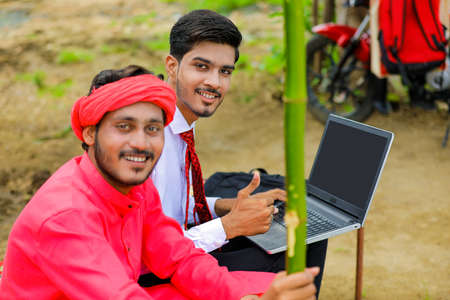 Young indian farmer and agronomist or banker discuss at home Imagens