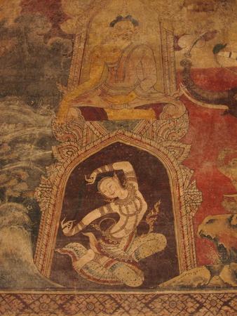madre tierra: Pintura mural en Wat Chomphuwek, la Madre Tierra apret�ndole Mo�o desatados, Nonthaburi, Tailandia Editorial