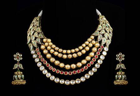 bijoux diamant: Gros plan de diamant collier avec diamant oreille anneau