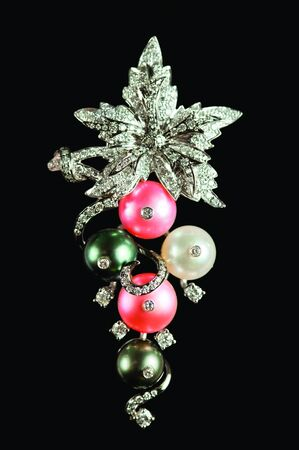 perls: Close up of diamond necklace with Perls on black background Stock Photo
