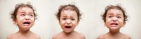 Beb� indio llora photo