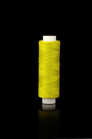 kit de costura: Huso de hilo amarillo