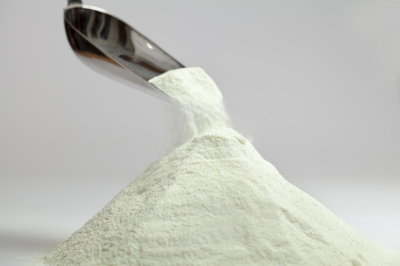 leche y derivados: Colección lácteos leche en polvo aislada sobre gris Foto de archivo