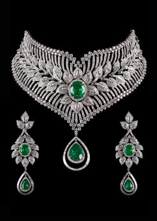 diamante: Cierre para arriba del collar de diamante con los pendientes