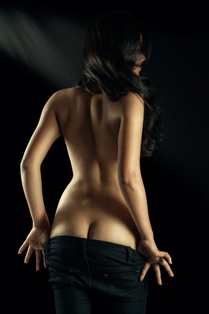 desnudo artistico: Topless chica sexy indio muestra su trasero Foto de archivo